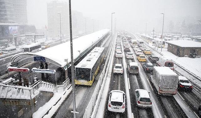 İstanbul'da metro ve metrobüslere 'kar' düzenlemesi