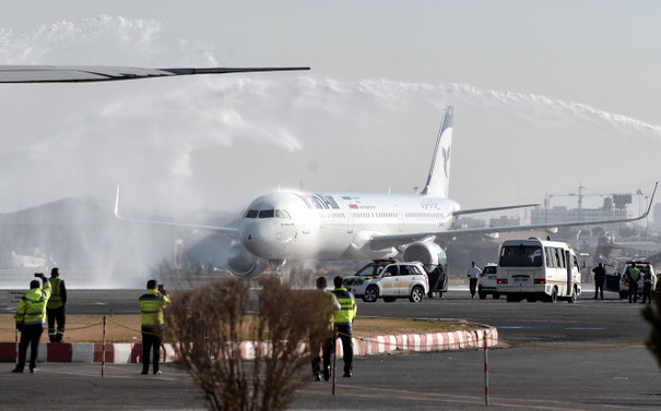 İran ilk uçağını teslim aldı