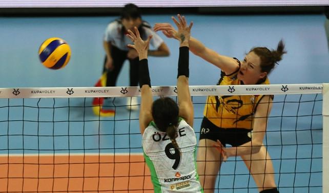 VakıfBank Kupa Voley'de finale yükseldi