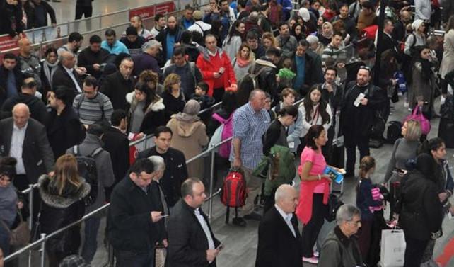 Atatürk Havalimanı'nda karne yoğunluğu