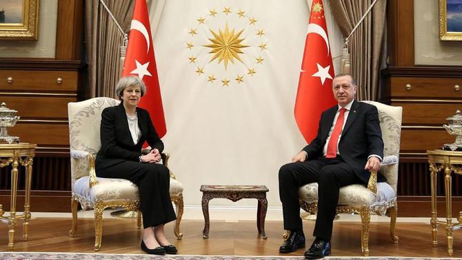 Erdoğan, Theresa May'i kabul etti