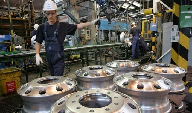 İngiltere'de imalat PMI 2,5 yılın en yüksek seviyesinde