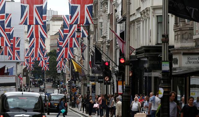 İngiltere'de hizmet sektörü aralıkta büyüdü