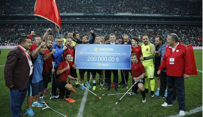 Ampute Milli Futbol Takımı'na Turkcell'den ödül