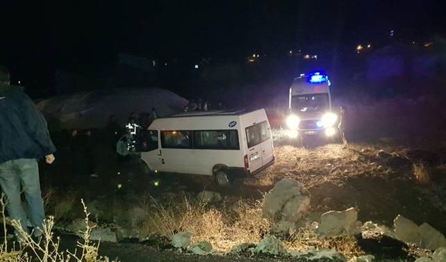 Ağrı'da düğün dönüşü kaza: 21 yaralı