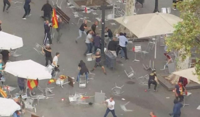 Barselona'da sandalye savaşı çıktı
