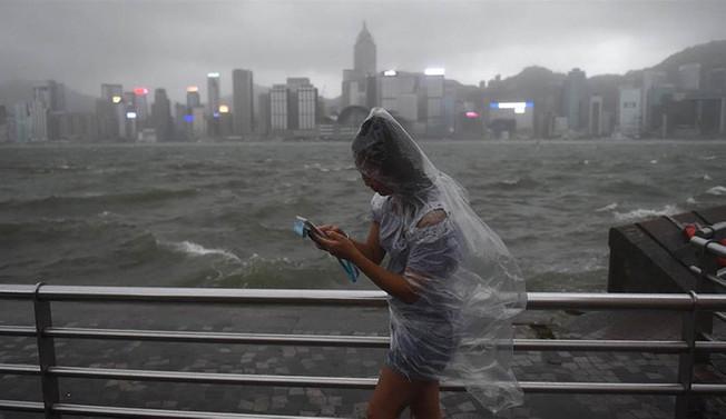 Hong Kong, Khanun tayfununun etkisi altında