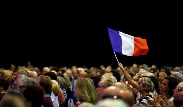 Fransızların yüzde 38'i otoriter bir hükümet istiyor
