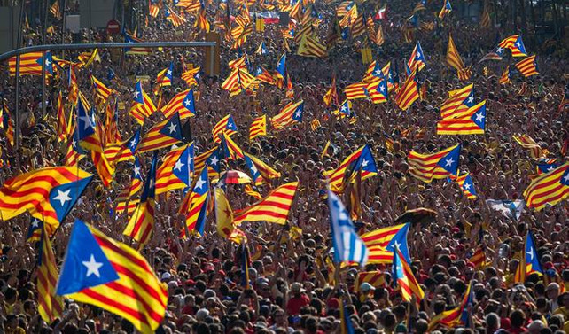Katalonya'nın özerkliği askıya alınıyor