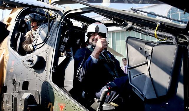 Pakistan Başbakanı, ATAK helikopteri ile test uçuşu yaptı