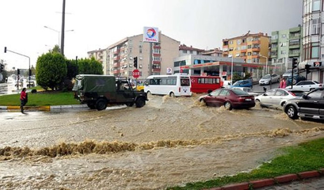 Tekirdağ'da askeri araç sele kapıldı: 1 asker kayıp