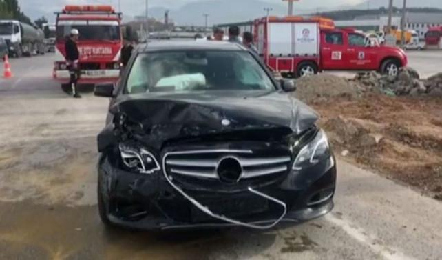 AK Parti Milletvekili Şahin Tin kazada yaralandı