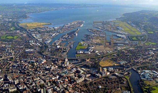 Kuzey İrlanda'da yönetim İngiltere'ye geçebilir