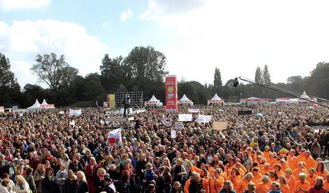 Hollanda'da öğretmenler greve gitti