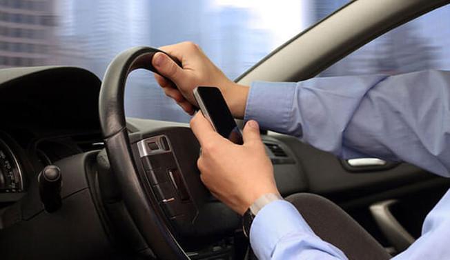 Cep telefonu aracınızı yoldan çıkarıyor