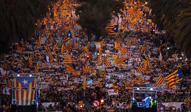 Barselona'da yüz binler sokağa çıktı