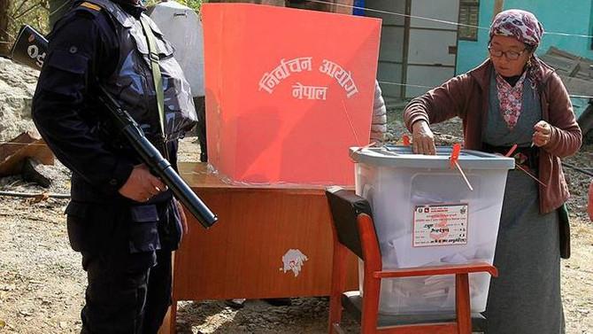 Nepal'de 11 yıl aradan ilk genel seçim yapıldı