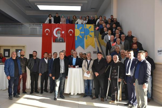 Kuşadası'nda MHP'den 150 kişi istifa etti