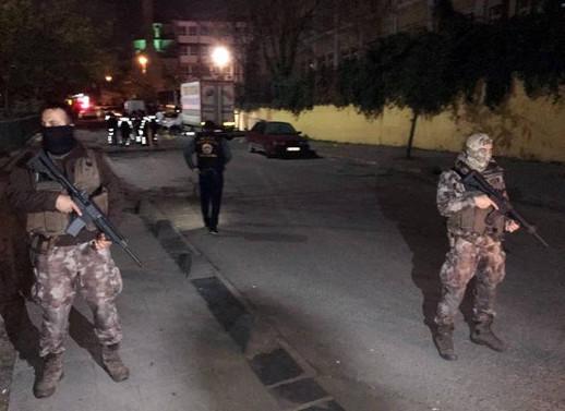 Bağcılar'da okul önünde silahlı çatışma