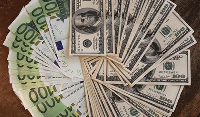 Dolar serbest piyasada 3,9230'dan açıldı