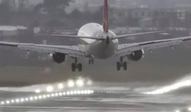 Kanada'da küçük uçak düştü