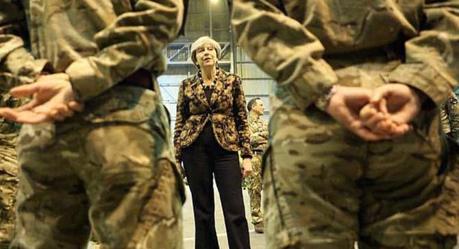 İngiltere Başbakanı May, Güney Kıbrıs'ta askeri üssü ziyaret etti