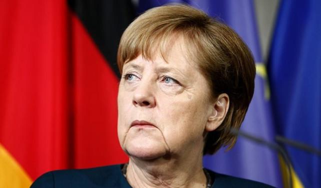 Her iki Almandan biri Merkel 2021'den önce gitsin diyor