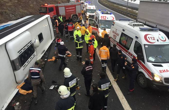 Ankara'da yolcu otobüsü devrildi: 2 ölü, 20 yaralı