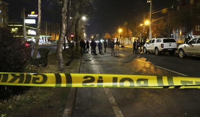 Diyarbakır'da el bombalı saldırı