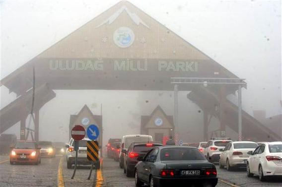 Tatilciler yılbaşı için Uludağ'a akın etti