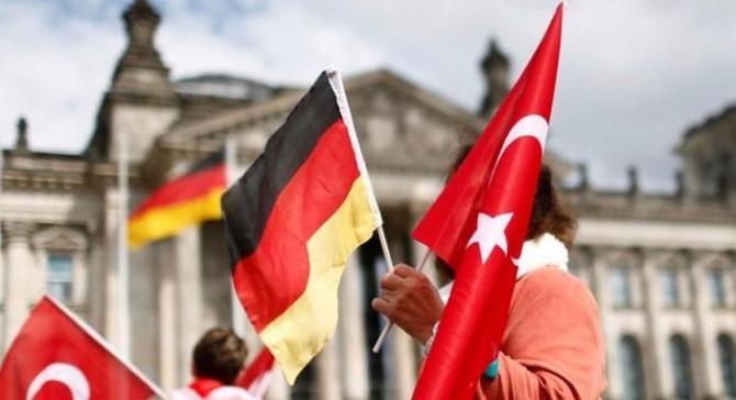 Almanlar için en büyük sorun: Mülteciler, Trump ve Türkiye