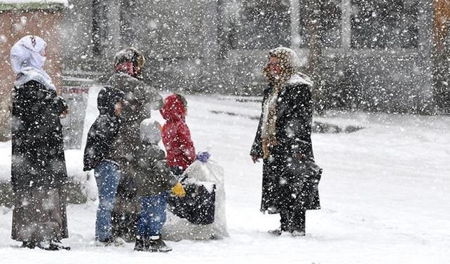 Kars'ta okullar kar nedeniyle tatil edildi