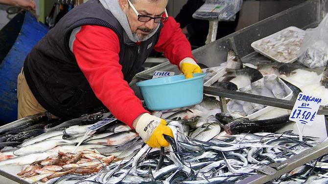 Kar yağışı balık fiyatlarını yükseltti