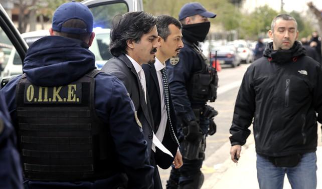 Kaçak askerilerin gözaltı süresi uzatıldı