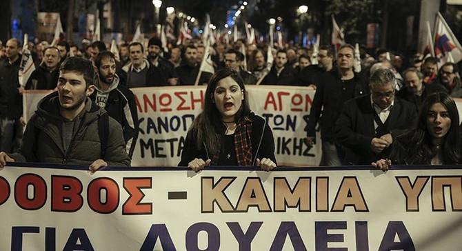 Yunanistan'da 'kemer sıkma' önlemleri protesto edildi