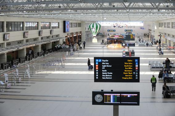 Antalya'ya havayoluyla gelen yolcu sayısı azaldı