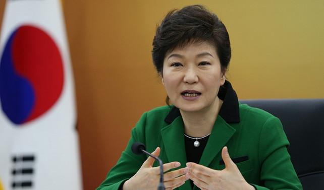 Güney Kore cumhurbaşkanı resmen azledildi