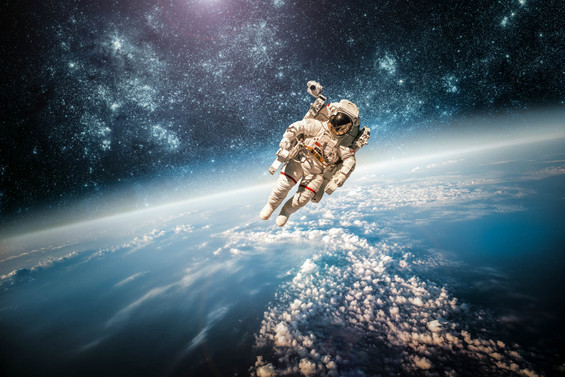 Ay yörüngesinde insan-robot rekabeti
