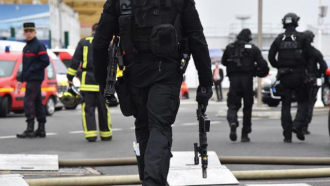 Fransa'da silahlı çatışma: 3 yaralı