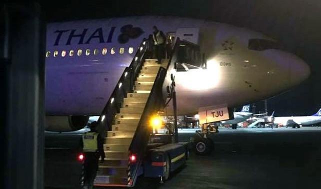 Yolcu uçağı bomba ihbarı üzerine boşaltıldı!