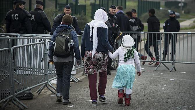 Fransa'da sığınmacılara yemek vermek yasaklandı