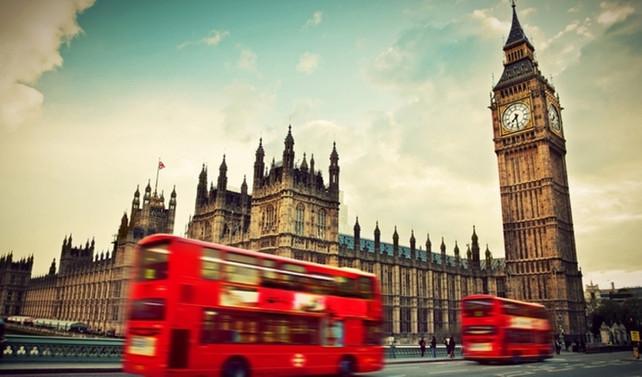 İngiltere'de küçük işletmeler nakit biriktiriyor