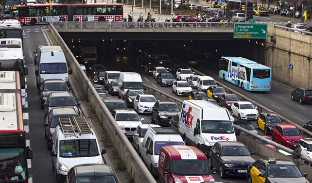 Barcelona'da 128 bin araca trafiğe çıkma yasağı