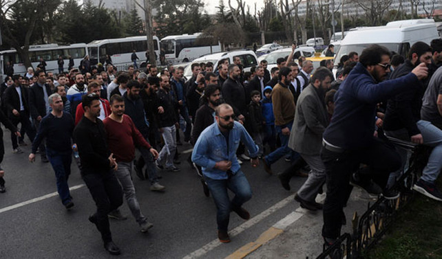 İstanbul Emniyeti önünde 200 gözaltı