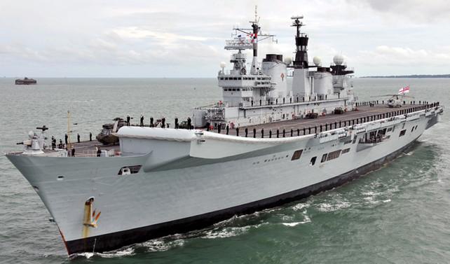 İran botlarından ABD gemisine önleme