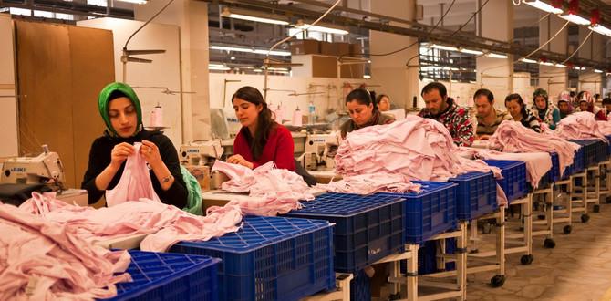 İmalatta çalışan kadınların yüzde 41'i tekstil-hazır giyimde