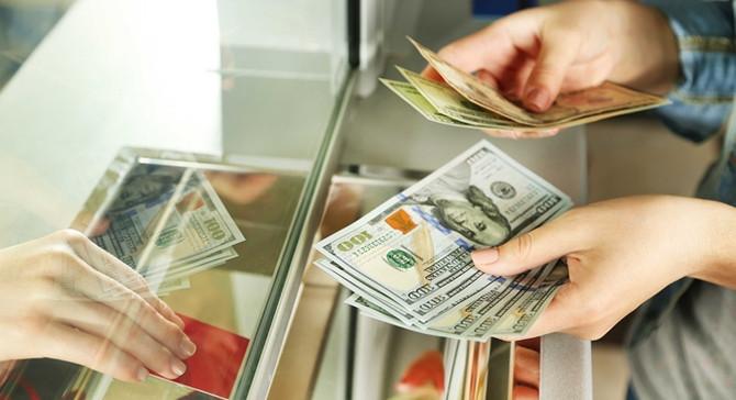 Dolar haftaya 3,72'den başladı