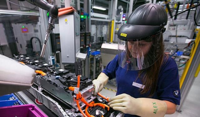 Euro Bölgesi'nde sanayi üretimi geriledi