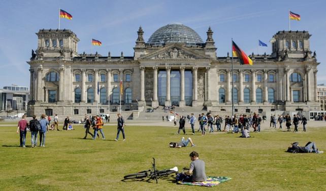 Almanya'da hizmet PMI 15 ayın zirvesinde
