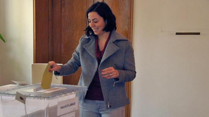 Çin ve Azerbaycan halk oylaması için sandık başında
